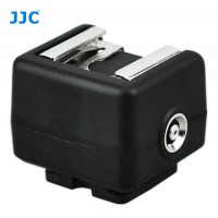 Single point hotshoe adapter with PC sync output